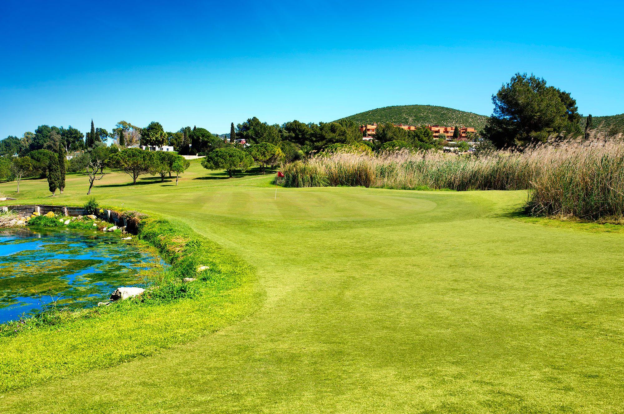 Golf ibiza roca llisa 9 loch platz golf ibiza - Roca llisa ibiza ...
